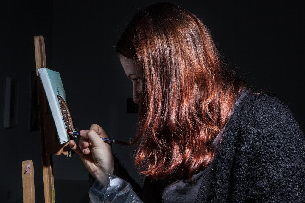 Kuenstelrin Hannah Cooke fotografiert während Ihrer Performance in badischem Kunstverein in Karlsruhe